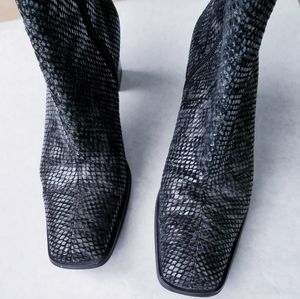 Naturalizer Shoes - Naturalizer gray snakeskin leather booties 7M